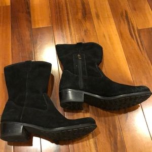 Ugg Suede Boots Woman's Size 6. Black 1.5 inch